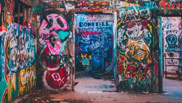 Paint Graffiti on Walls